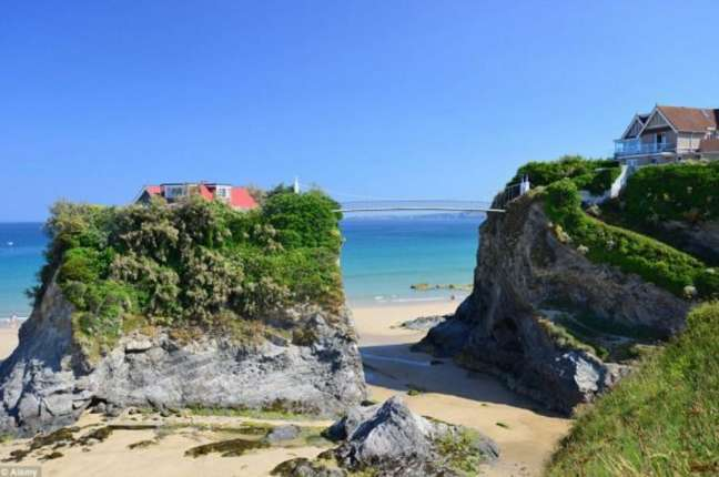 Robinson Crusoe Retreat In Cornwall: The Magical Island House