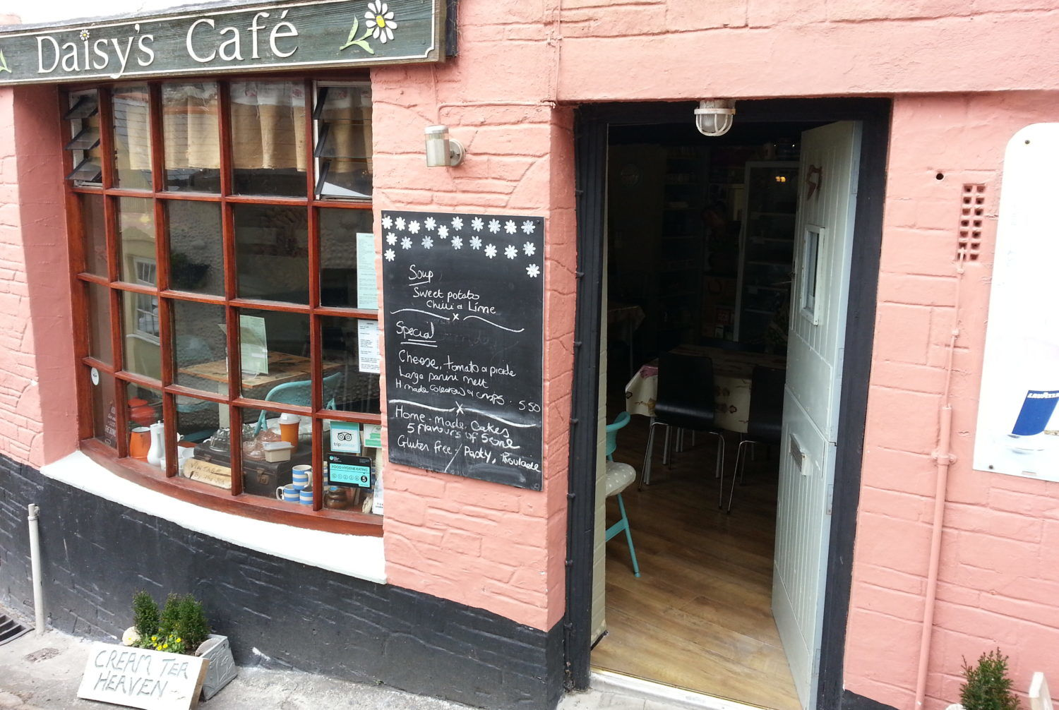 Daisy's Cafe (Looe) - Top 5 Cheap Eats In Cornwall