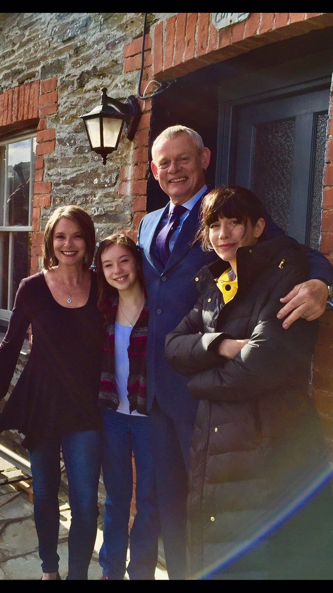 In Pictures Martin Clunes Back In Cornwall Filming Doc