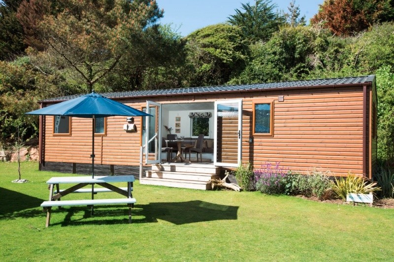 Delightful Holiday Chalet In Newquay. Sleeps 6