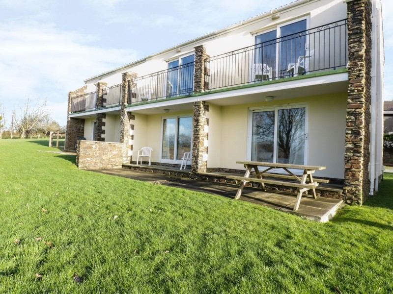 1 Bedroom Holiday Cottage In Newquay. Sleeps 4