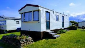 Pet Friendly 2 Bedroom Static Caravan At Harlyn Sands. Sleeps 6