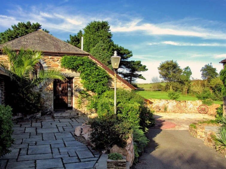 Like and Comment to Win a 4 night break for 4 people with Select Cornwall at Hendra Paul Cottages